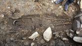 Esqueleto achado nunha das tumbas escavadas no castro de San Lourenzo (Cereixa, Lugo)
