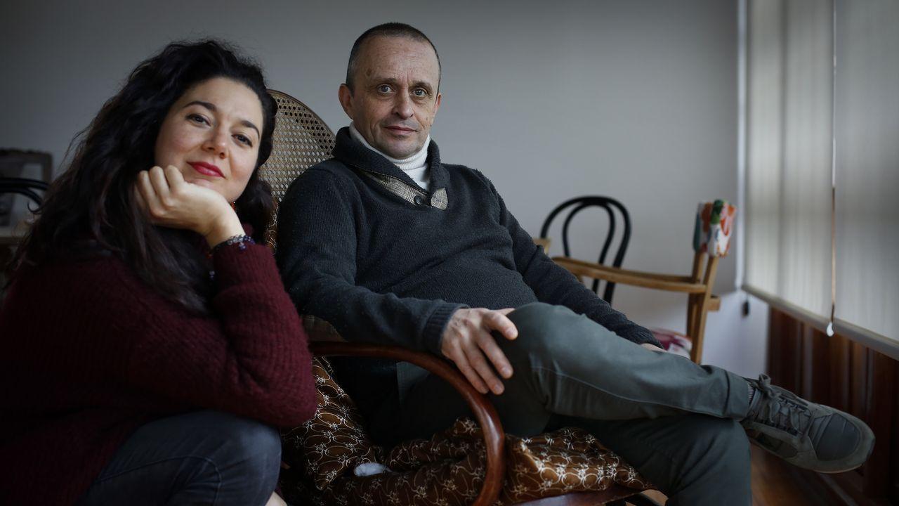 .Vanessa Rivas y David Pernas interpretan a Lilí Groyèr y el Moucho Leroucho, las mascotas de las bibliotecas de Cambre.