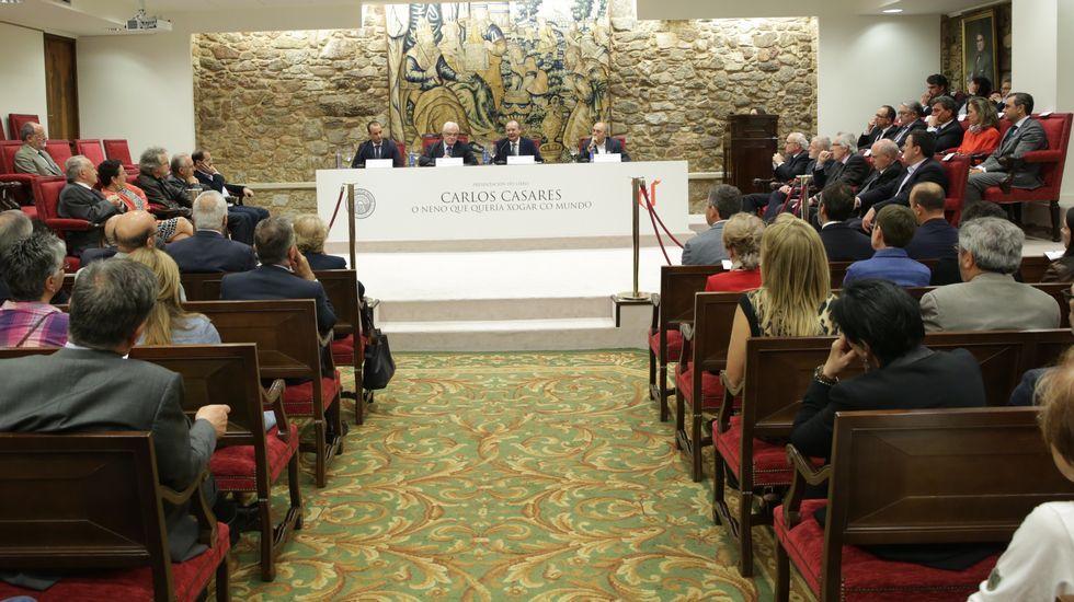 .Presentación na Academia Galega da biografía de Carlos Casares publicada por La Voz