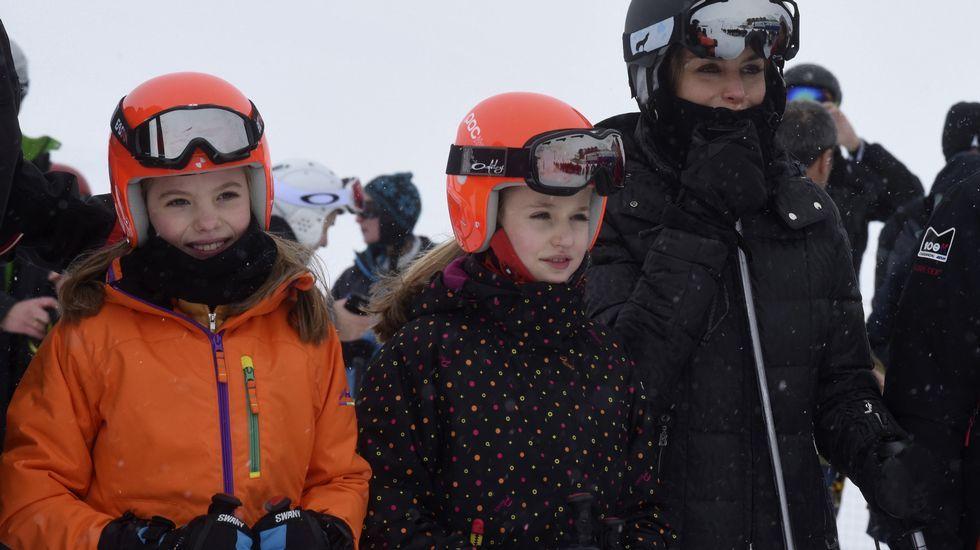 La reina Letizia junto a sus hijas, Leonor y Sofía.