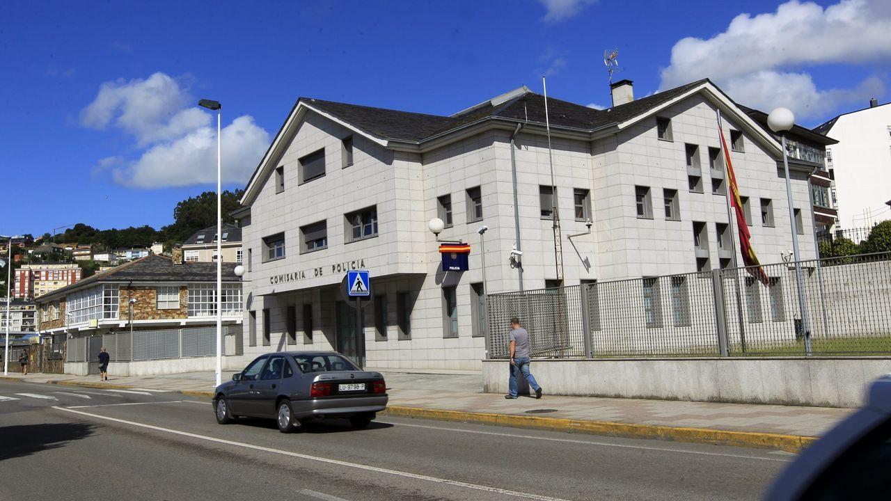 Registo de la casa en un barrio de Sevilla donde vivía  el yihadista detenido en Marruecos y que presuntamente pretendía atentar en la Semana Santa de Sevilla