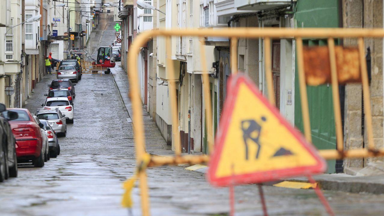 Todas las imágenes de laSemana Santa de Ferrol 2019.La película deriva en una sucesión de golpes de efecto