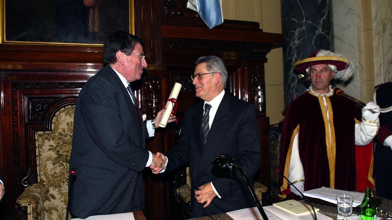 Reconocimientos: con Francisco Vázquez en el acto de su ingreso en el instituto José Cornide