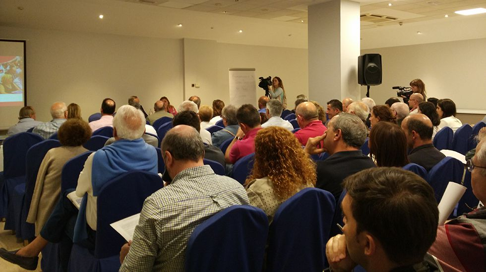 Entrenamientos para el Festival Aéreo de Gijón.Asamblea de accionistas del Banco Popular