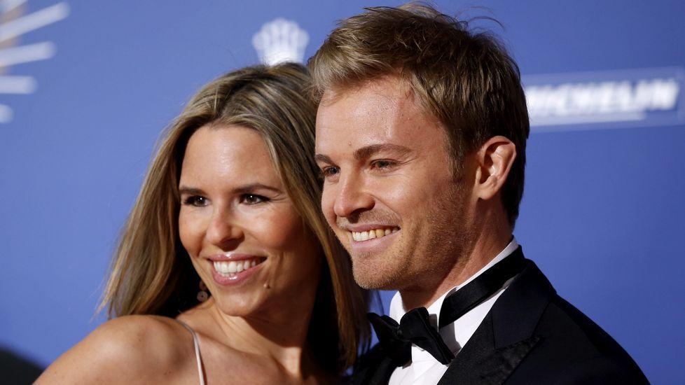 Rosberg, con su mujer, en la gala de la FIA