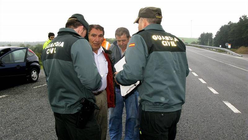 La Guardia Civil dialogó en varias ocasiones con el alcalde el pasado martes en A Gañidoira.