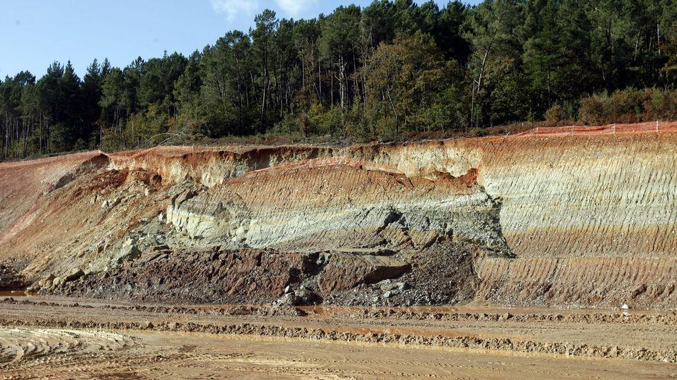 Derrumbe en el talud de terreno arcilloso de A Áspera, ocurrido a finales del 2010