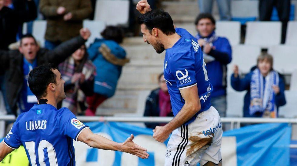 Cambio en la convocatoria: se cae Torró y entra Vila.Linares y Toché celebran el gol frente al Valladolid