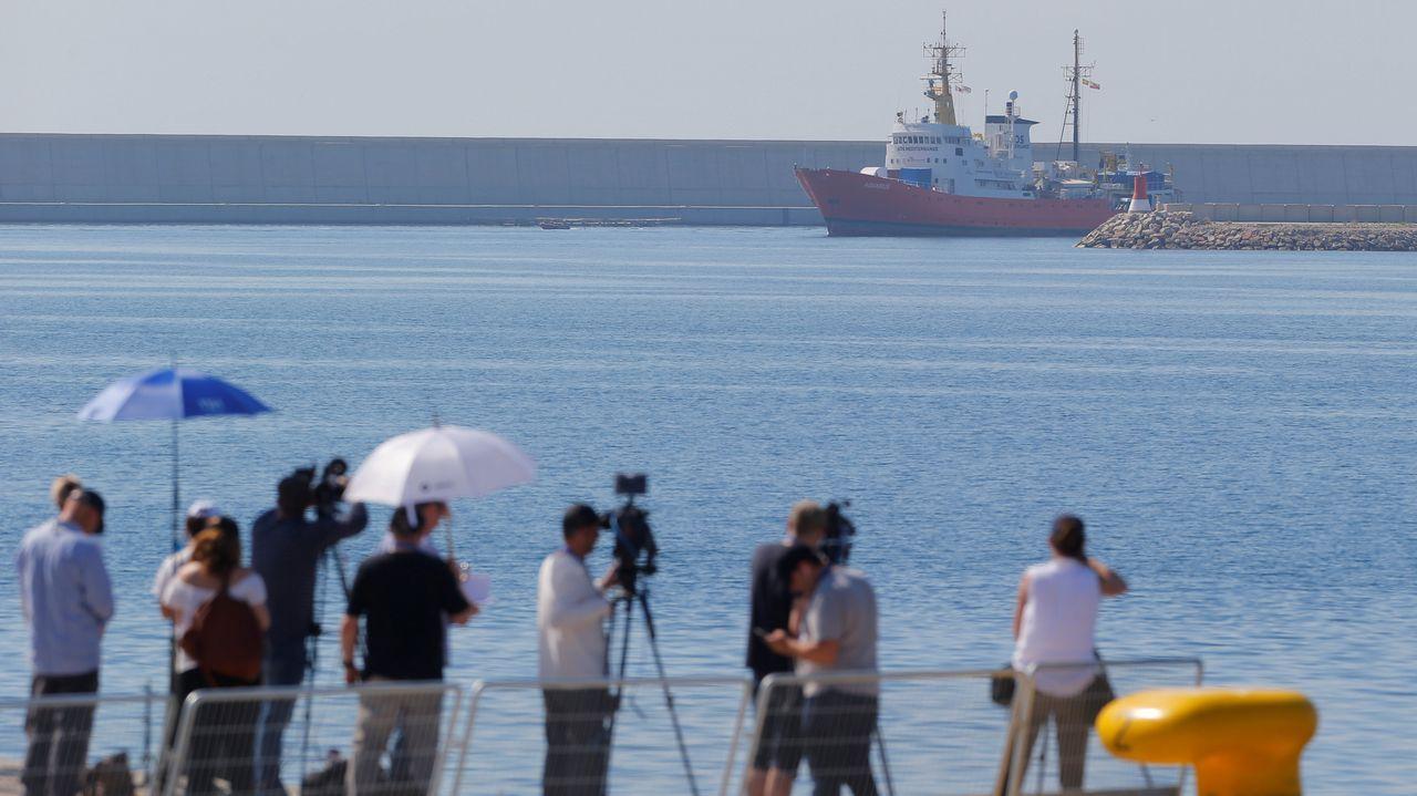 Entrada del Aquarius al puerto de Valencia