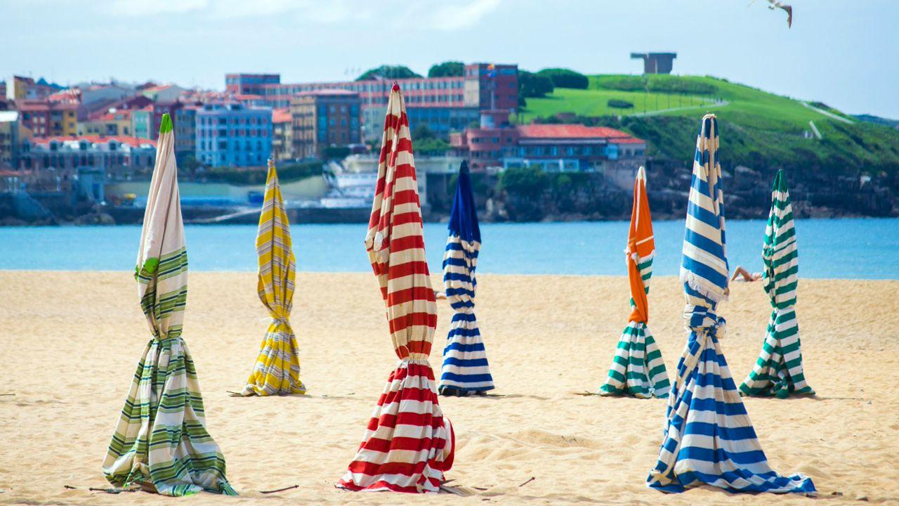 La playa de San Lorenzo en Gijón