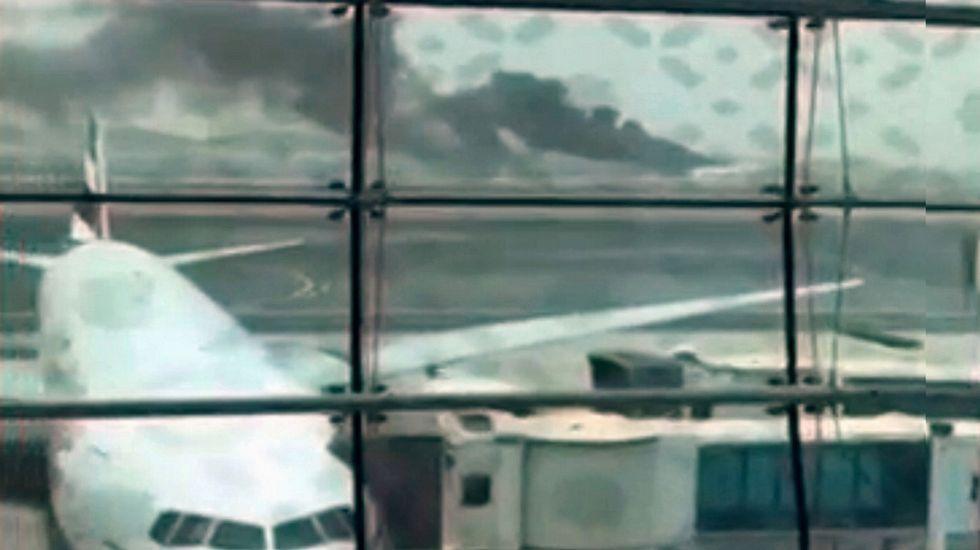 Explosión en un avión en el aeropuerto de Dubái.