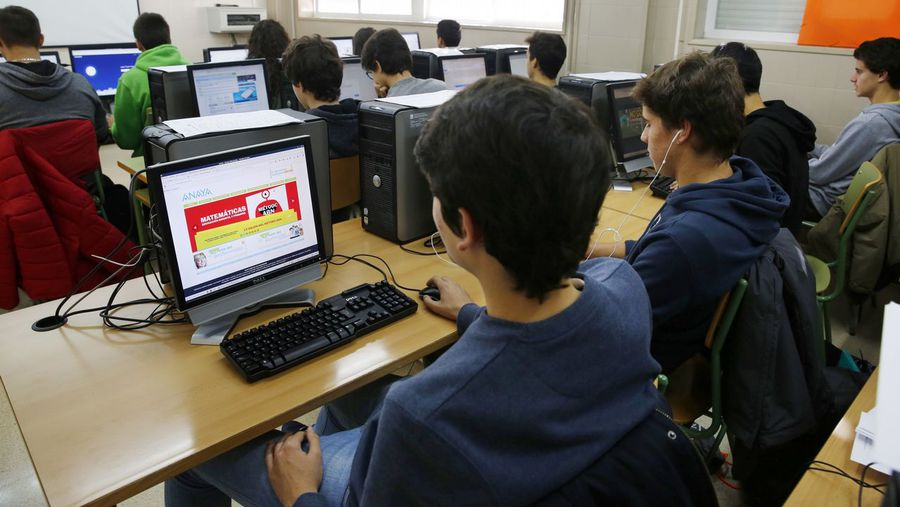 Unos 150 docentes de secundaria se forman para pasar a las clases digitales