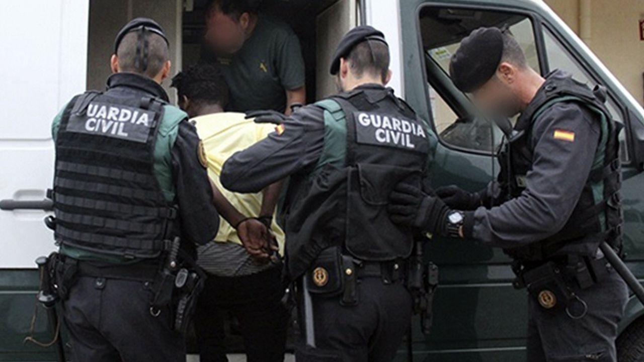 Cae una red que introducía ciudadanos argelinos en la Península usando narcolanchas.Manifestación antitaurina en Gijón