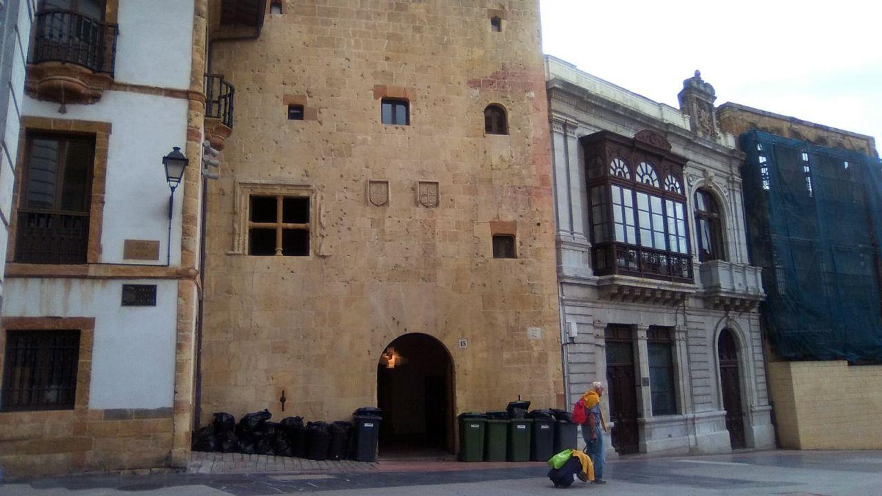 Aún hay llamas en A Chavasqueira.El edificio Rua 15 en Oviedo