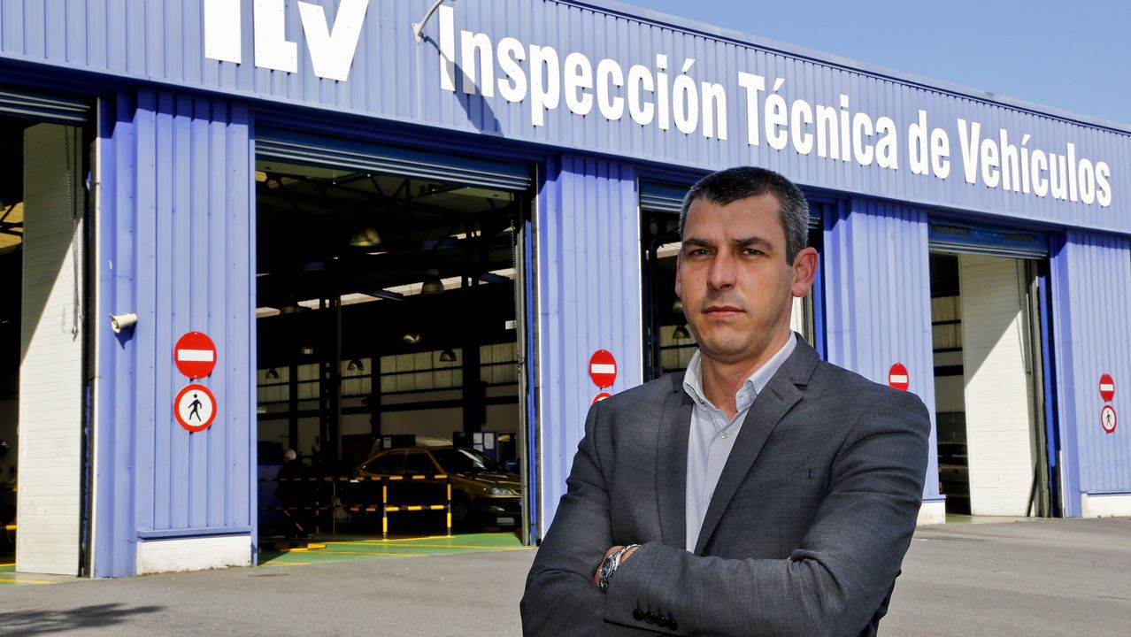 El teniente Nogueiras explica las medidas de seguridad del transporte.Afectada por una agresión racista en un vuelo de Ryanair