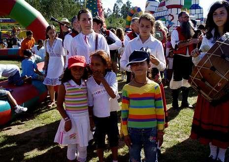 Una fiesta de despedida a niños saharauis que pasaron por Melide.