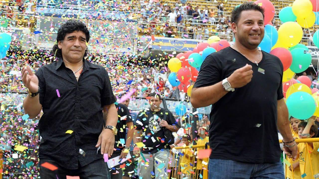 Diego Armando Maradona y Antonio Mohamed en un partido a beneficio en 2008 en el estadio de Boca Juniors