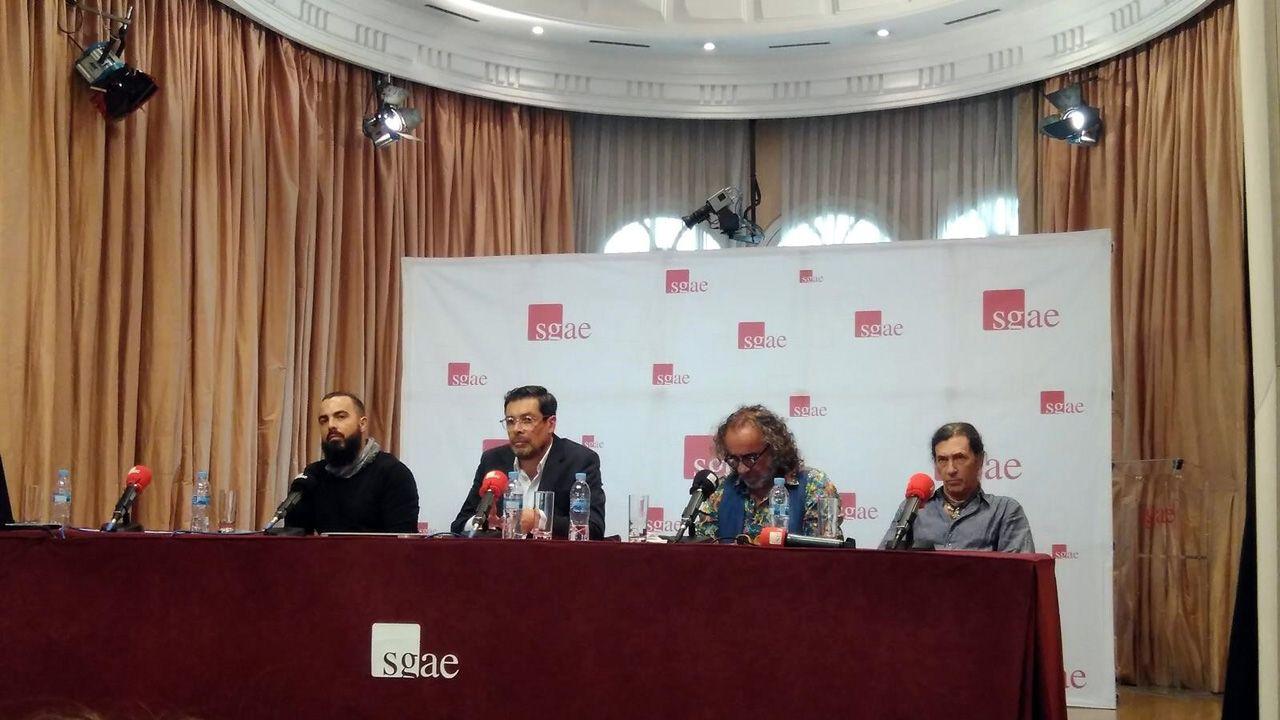 José Ángel Hevia, segundo por la izquierda, durante el acto de la SGAE