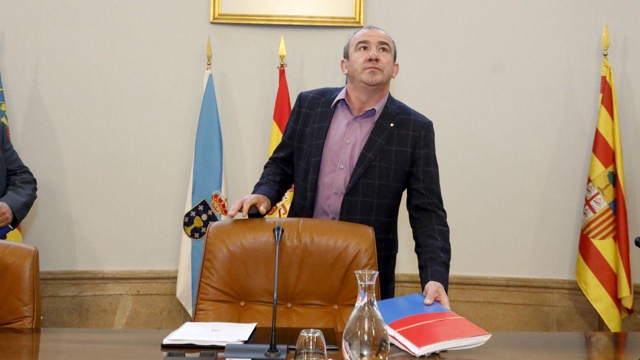 El secretario provincial del PSOE, Rafael Rodríguez Villarino, explica las razones del relevo del portavoz del partido en la Diputación.Gonzalo Rodríguez, responsable del censo de En Marea