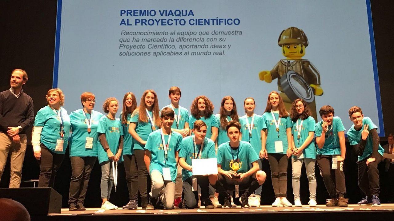 .En la imagen, el equipo del colegio Atios de Valdoviño