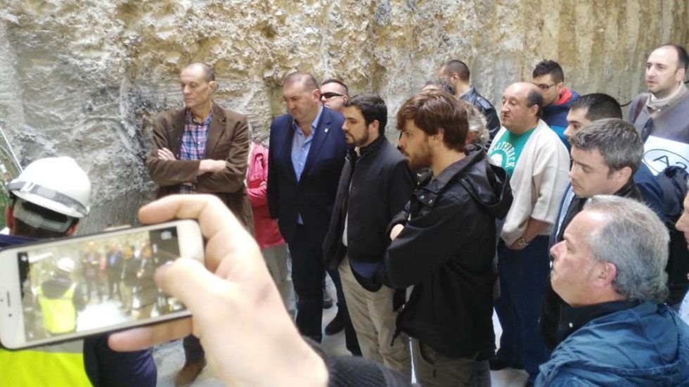 Ramón Argüelles y Alberto Garzón, en las obras del soterramiento de Langreo