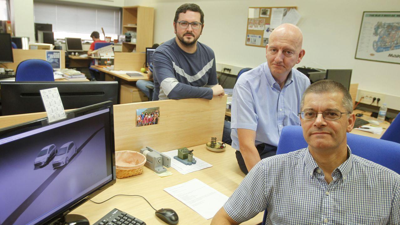 De izquierda a derecha, los investigadores Borja Rodríguez, Miguel Ángel Naya y Javier Cuadrado