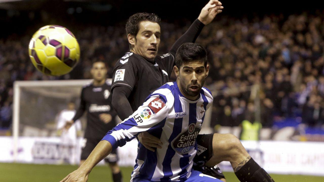 Anquela Requexon Real Oviedo.Carlos Hernández celebrando su gol a la Cultural