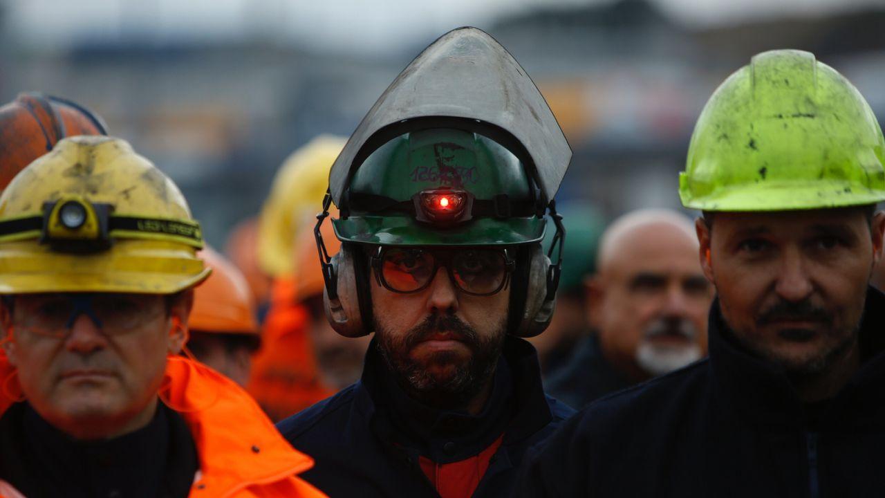 Marcha obrera por A Coruña en apoyo a los trabajadores de Alcoa.Adán presentó el Registro de Titularidades Reales