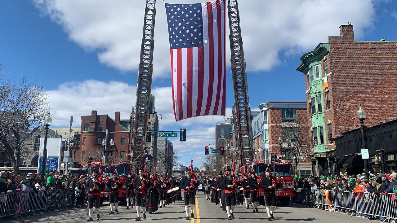 La Banda de Gaitas de Corvera hace historia en Boston