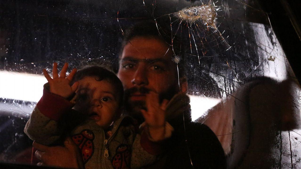 Las imágenes delataquede los aliadosa Siria.Civiles evacuados de Duma