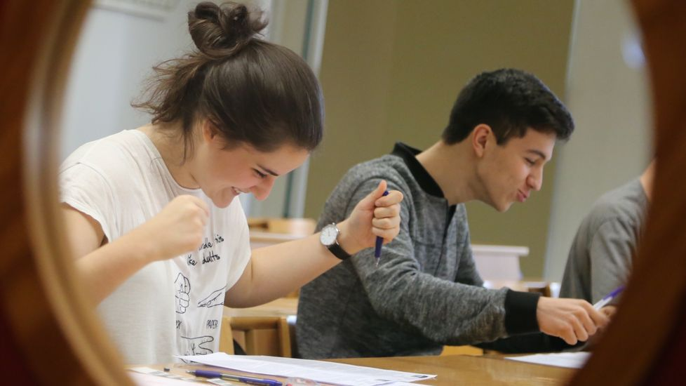 Miles de alumnos afrontan desde este miércoles la primera convocatoria de la nueva selectividad en Galicia.Los alumnos de Asturias en las pruebas de selectividad