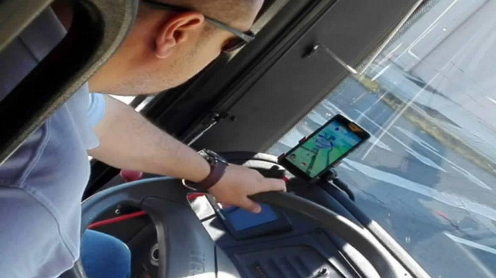 El conductor del autobús asegura que no jugó al «Pokemon Go» al volante.Presentación de la Feria Internacional de Muestras de Gijón 2016
