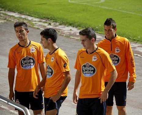 Dani Iglesias, Bicho, Quique Fornos y Cañi, nada más regresar de Córdoba ayer por la mañana en Riazor.