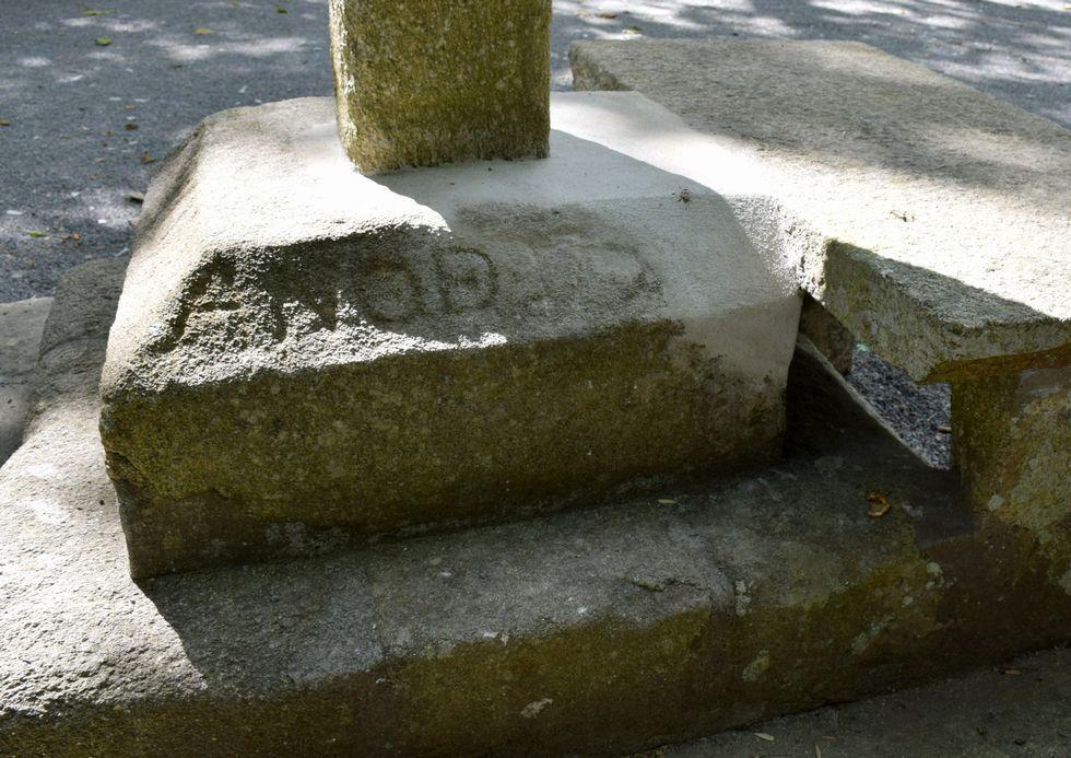 El cemento se ha colocado de manera temporal en la base.