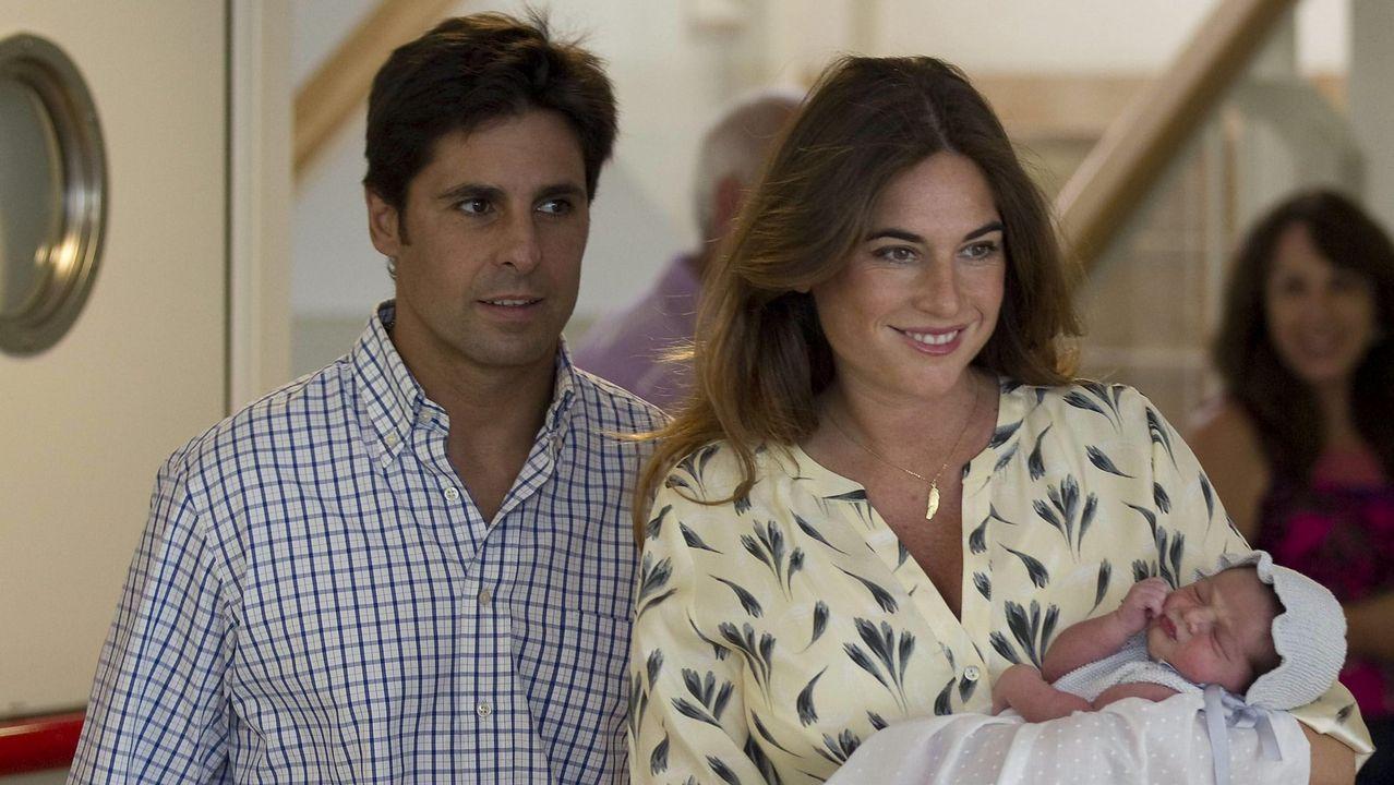 El torero Francisco Rivera Ordóñez  Paquirri  y su mujer Lourdes Montes, con su hija Carmen en agosto de 2015
