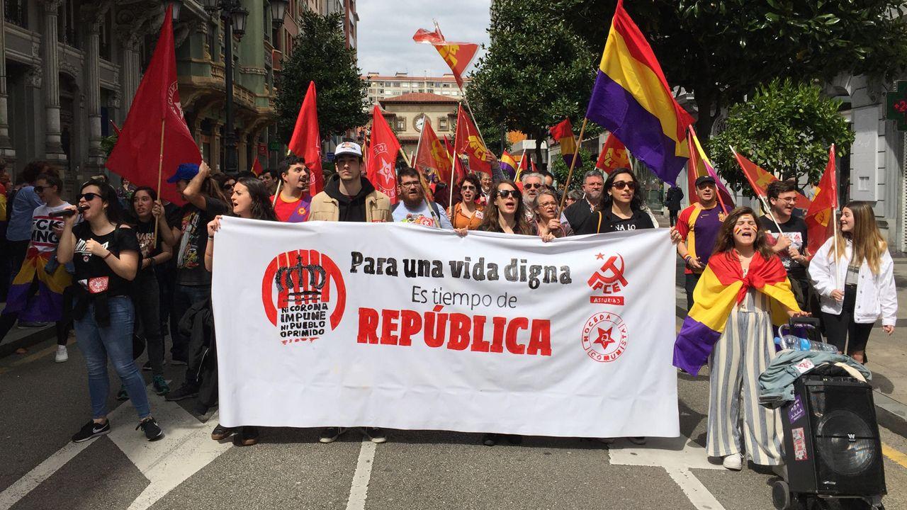 Cientos de manifestantes recorren Oviedo para reivindicar la Tercera República