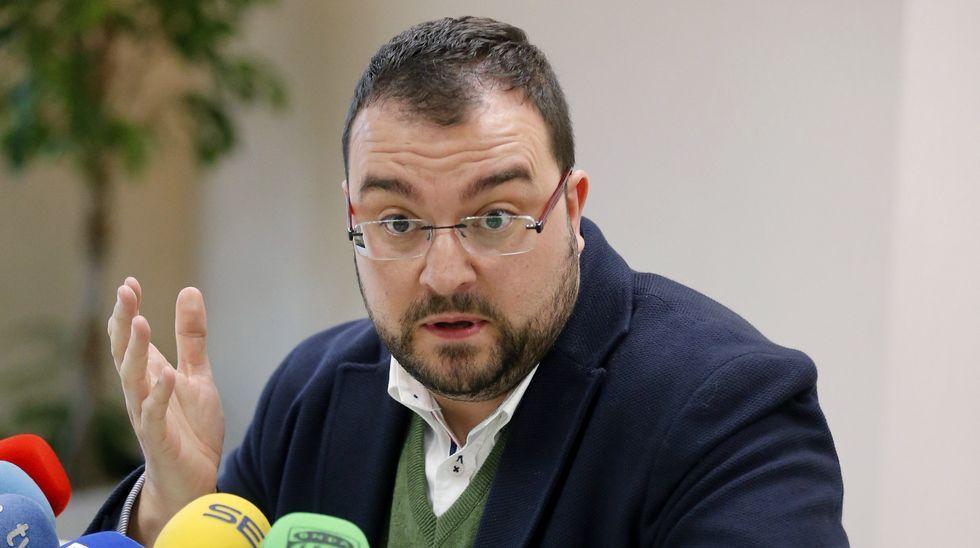 El presidente de ACOM España, Adrián Barbón