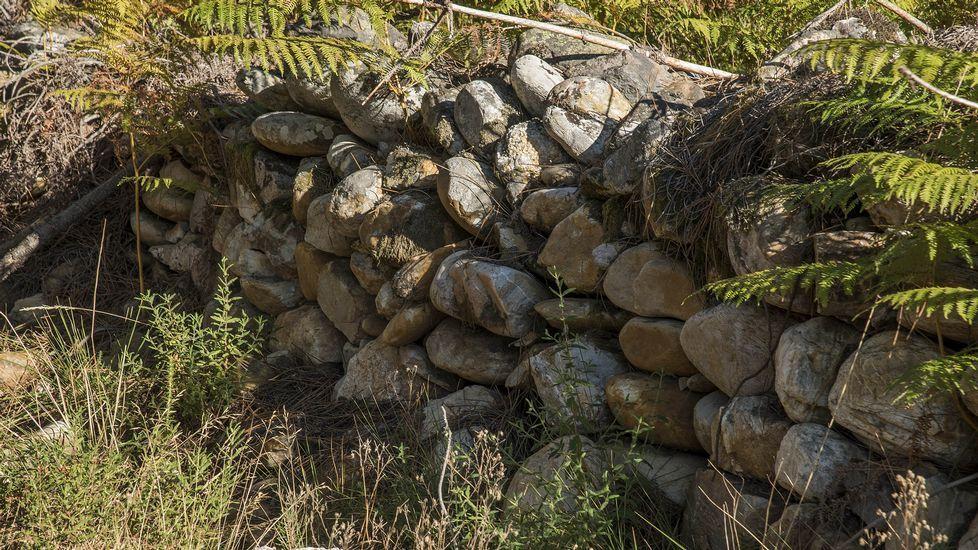 Piedras apiladas en la segunda mina que aparece en el recorrido