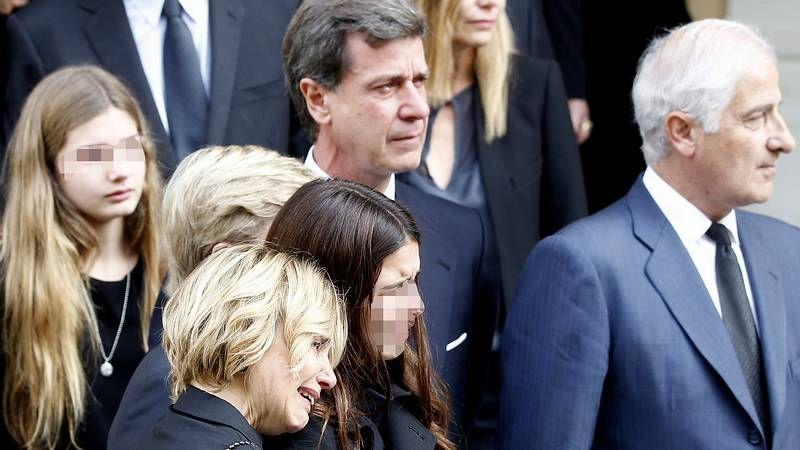 Emoción en el funeral por la duquesa de Alba.Funeral por la duquesa de Alba en la catedral de Sevilla.