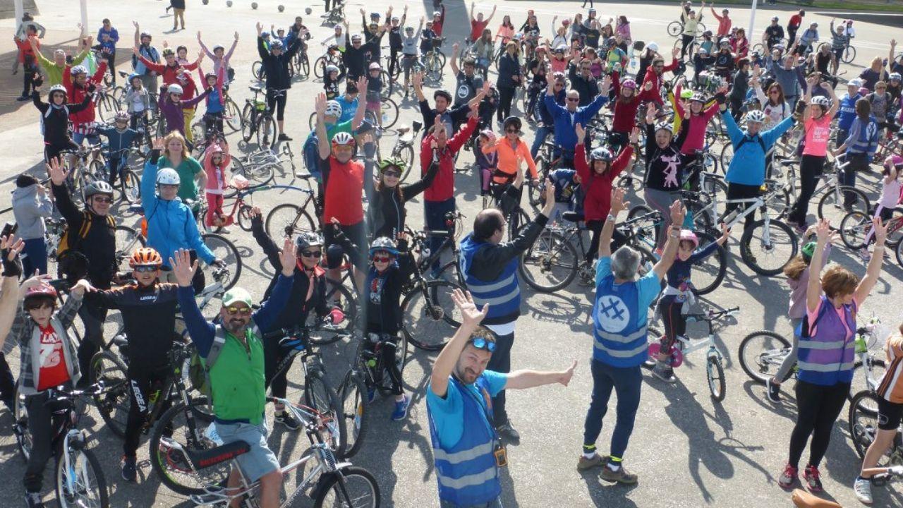 Ciclistas en la explanada de Poniente, antes del inicio de una de las bicicletadas de 30 Días en Bici en 2018.Ciclistas en la explanada de Poniente, antes del inicio de una de las bicicletadas de 30DEB en 2018