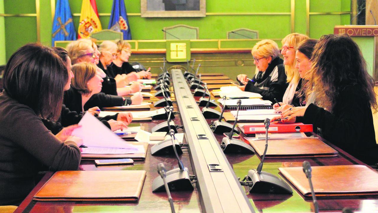 Oviedo por la iguadad.Captura de pantalla del mensaje enviado por error a un grupo que Vox compartía con periodistas y que desveló su estrategia con respecto al debate