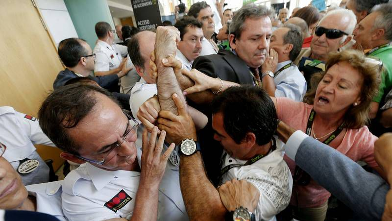 «Así me han dejado... ¡desnudo!» grita un afectado de las preferentes de Bankia