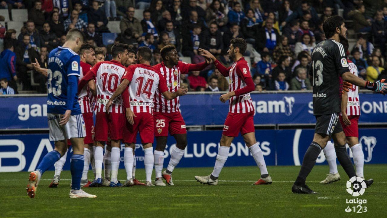 Javi Hernández y Champagne después del gol del Almería