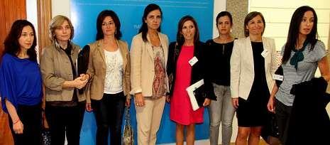 .La presidenta del Parlamento, Pilar Rojo, recibió a la directiva de la asociación Executivas de Galicia.