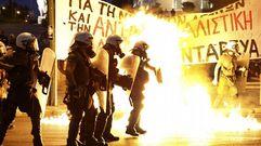 Protestas violentas en las calles de Atenas