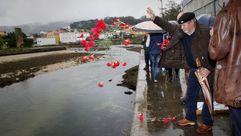 Ofrenda floral a los represaliados en el campo de concentración de A Pobra