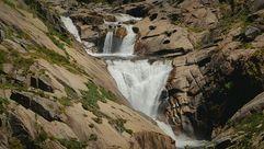 ¿Qué se esconde tras la cascada de O Ézaro?