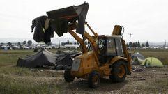 Los bulldozers borran el campo de Idomeni