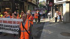 Emigrantes retornados llegados de distintos puntos de Galicia se manifestaron en Ribeira
