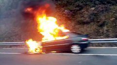 Arde un coche en la autovía Rías Baixas